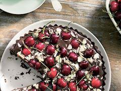 Çikolatalı ve kirazlı tart