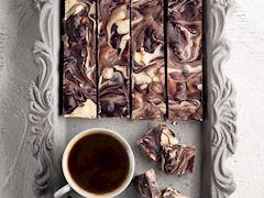 Çikolatalı ve kuruyemişli dilimler