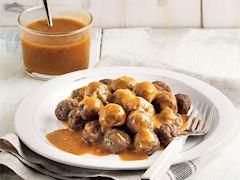 Domates ve fesleğen soslu köfte topları