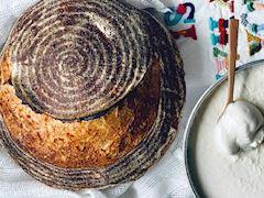 Ekşi mayalı çavdar unlu ekmek