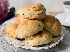Fesleğenli ve fıstıklı çörek