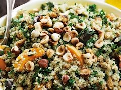 Fındıklı kinoa salatası
