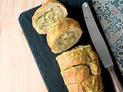 Fırında tavuklu baget ekmek dilimleri
