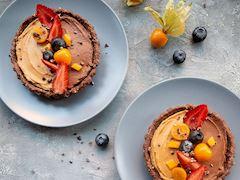 Kakaolu hurmalı vegan tart