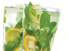 https://lezzet.blob.core.windows.net/images-small-recipe/mojito-ceea23ec-5f1a-42c2-a8d3-938fcc7ff137.jpg