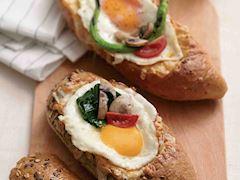 Sandviç ekmeğinde omlet