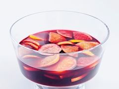 https://lezzet.blob.core.windows.net/images-small-recipe/sangria-77d47b1b-33ce-4a43-bc77-d511ff72fb0e.jpg