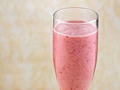 https://lezzet.blob.core.windows.net/images-small-recipe/super_smoothie-2ffc6b75-e644-4db1-96c2-0d96d2becdc6.jpg