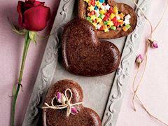 Sürprizli kalp kek