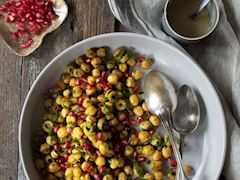 Tahinli ve narlı nohut salatası