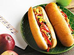 Tavuklu sebzeli mini ekmek sandviç