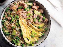 Ton balıklı avokado salatası