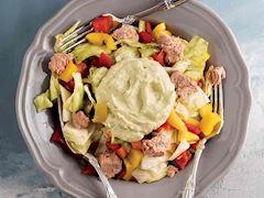 Ton balıklı ve avokadolu salata