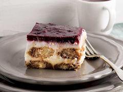 Vişneli sakızlı muhallebi pastası