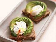 Avokadolu poşe yumurta