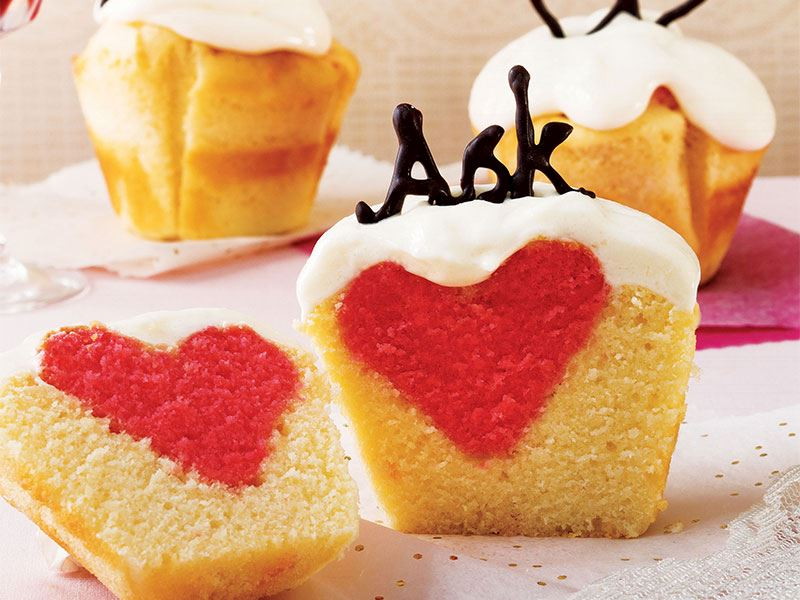 Ahududulu kalpli sevgililer günü kekleri