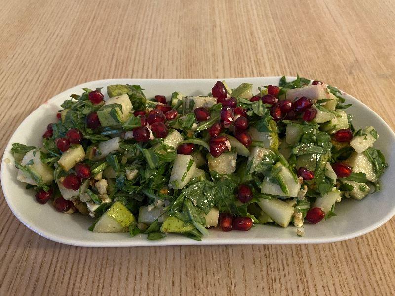 Armutlu roka salatası