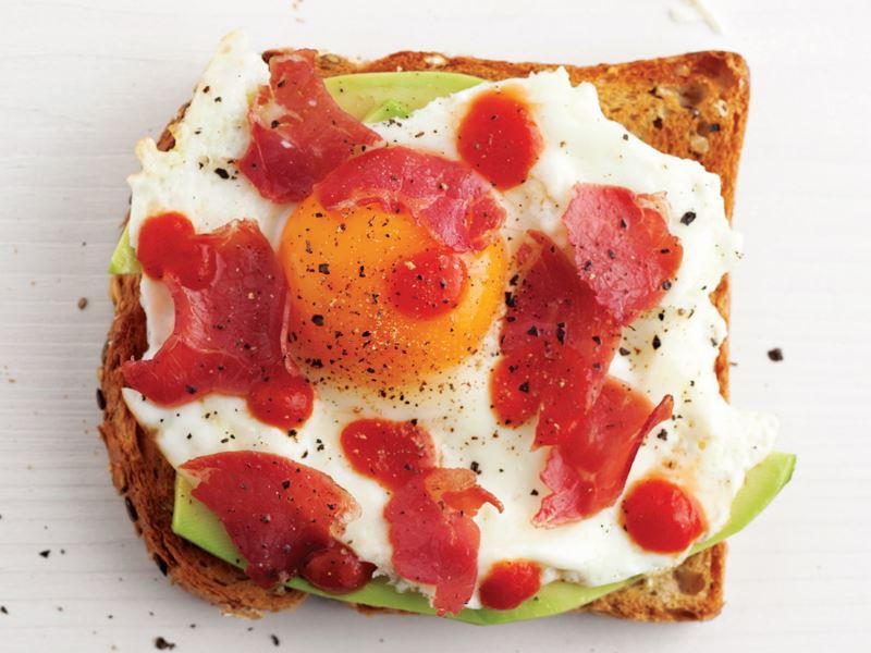 Avokado Ve Yumurtalı Ekmek