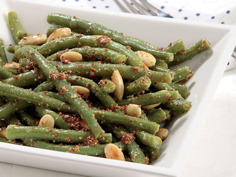 Bademli Ve Hardallı Taze Fasulye Salatası