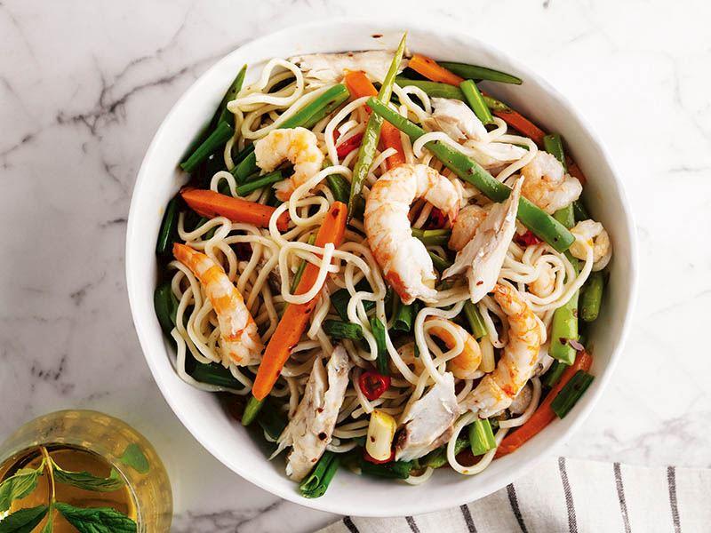 Baharatlı deniz ürünü ve Çin eriştesi (Noodle)