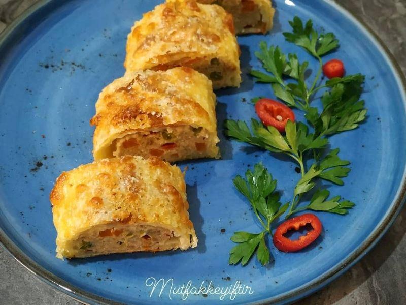 Beşamel soslu yufkada sebzeli hindi / tavuk rulo