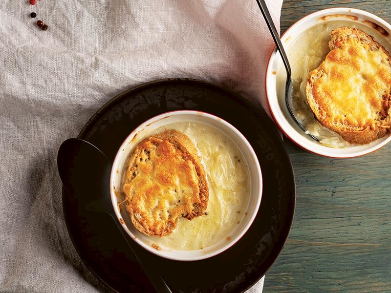 Beyaz lahanalı soğan çorbası