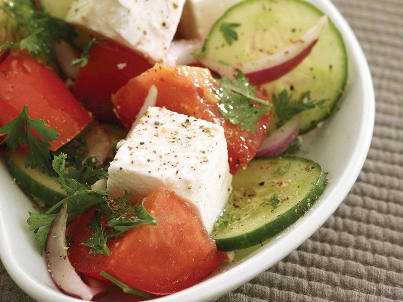 Beyaz Peynirli Domates Salatası