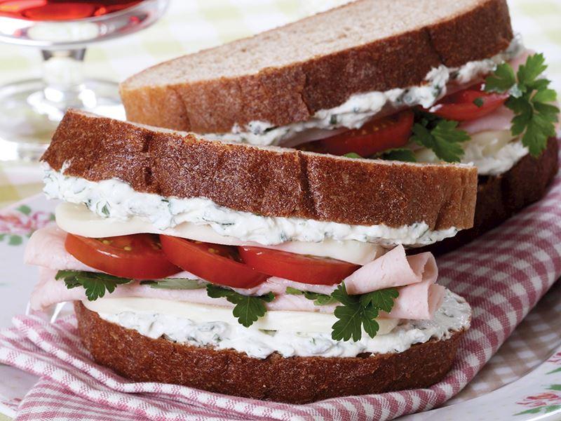 Çavdar Ekmekli Peynirli Sandviç