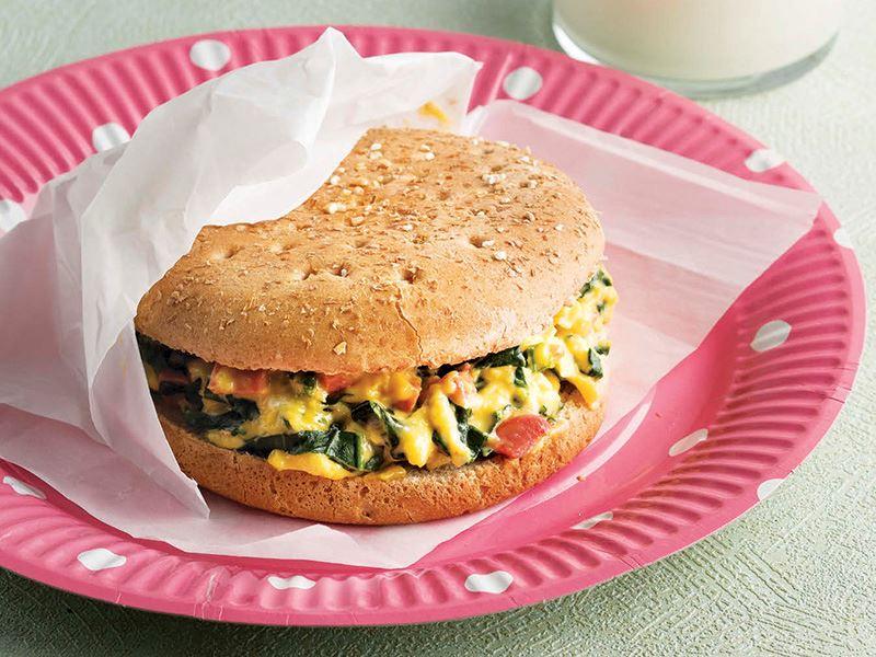 Çedarlı omlet sandviç