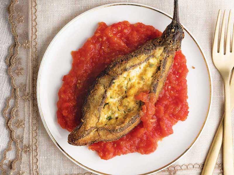 Domates soslu patlıcan böreği