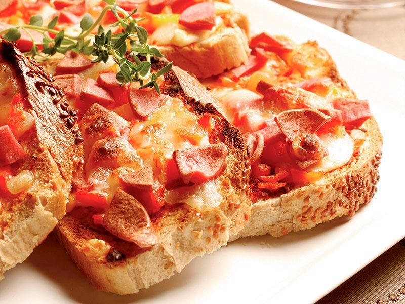 Ekmek Pizzası