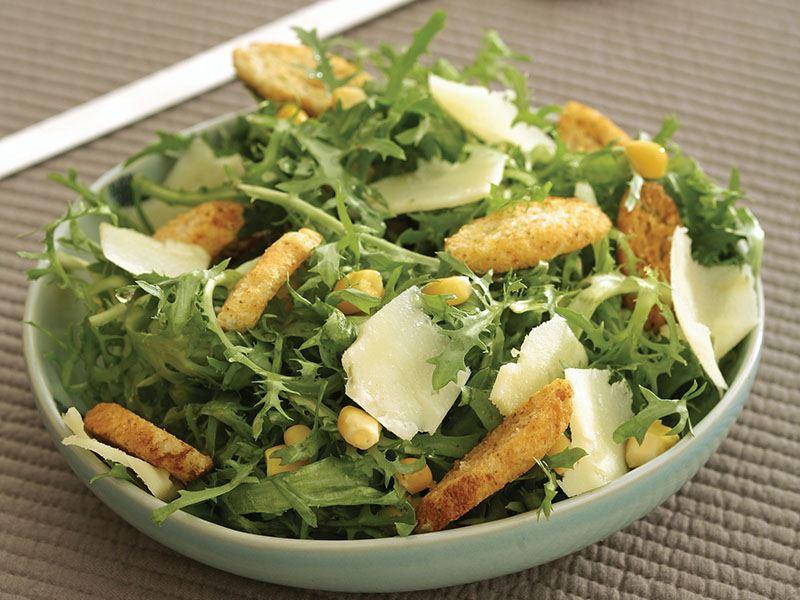 Eski Kaşarpeynirli Endivyen Salatası