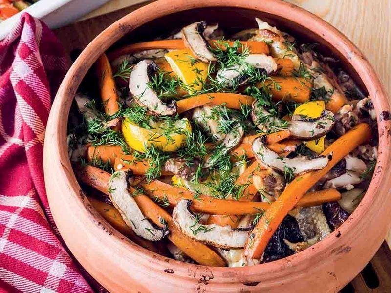Fırında bol sebzeli tavuk güveç