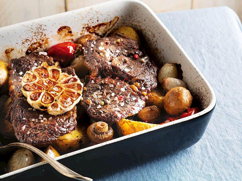 Fırında sebzeli biftek