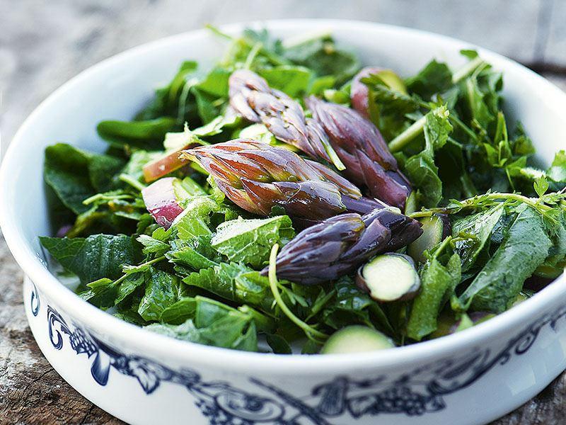 Isırgan otlu kuşkonmaz salatası