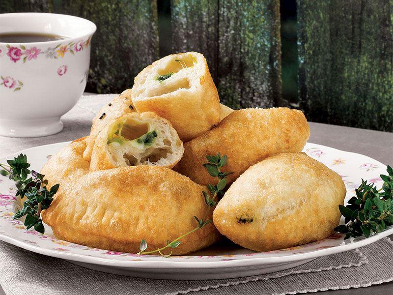 Ispanak köklü ve çeçil peynirli pratik puf böreği