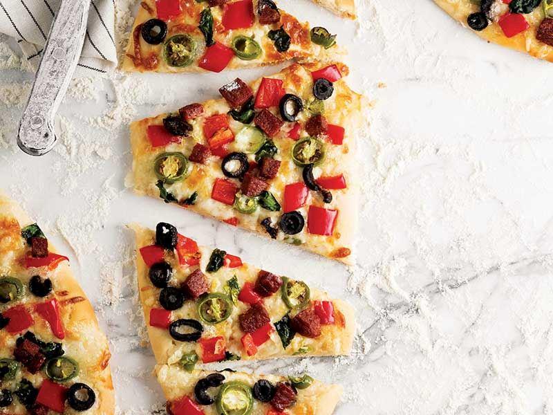Ispanaklı ve sucuklu pizza