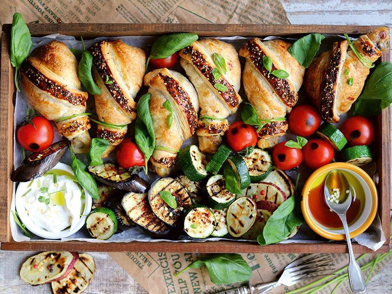 Izgara sebzelerle milföy tavuk bagetler
