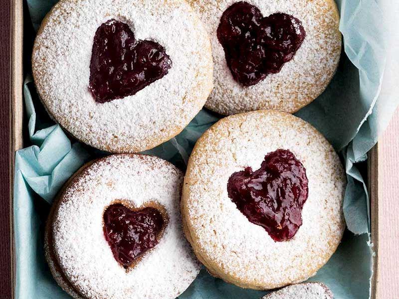 Kalp dolgulu kurabiye