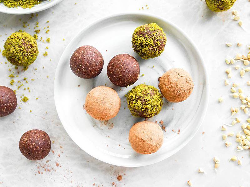 Karabuğdaylı kakaolu hurma topu