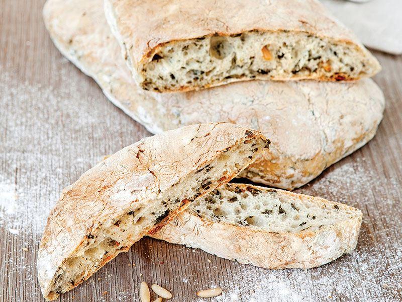 Kavrulmuş Çam Fıstıklı Ve Pazılı Ekmek