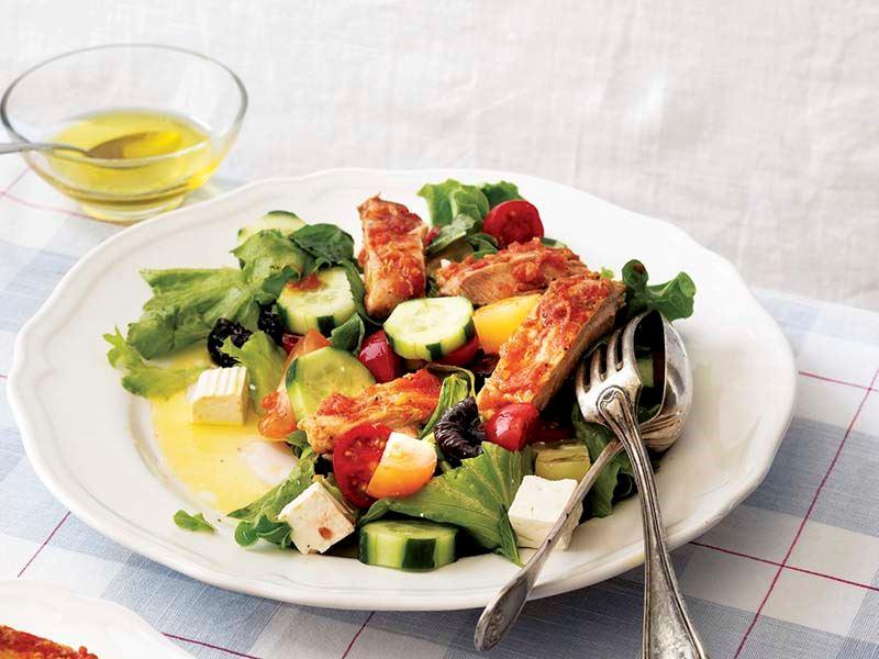 Keçi peynirli ve tavuklu salata