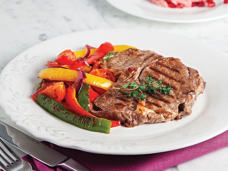 Kiraz Domatesli Ve Sotelenmiş Sebzeli Biftek
