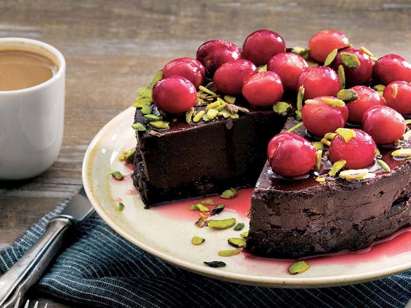 Kirazlı ve çikolatalı pasta