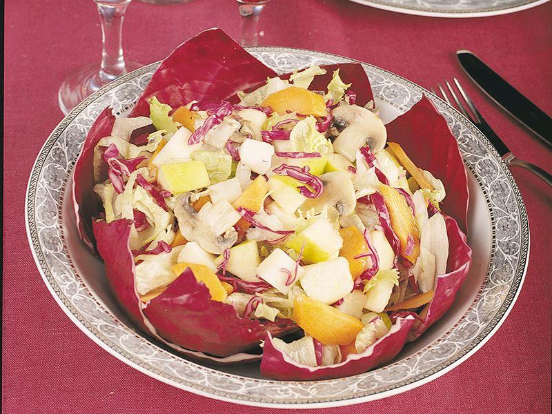 Kırmızı Lahana Yaprağında Kış Salatası