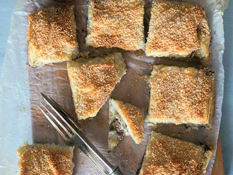 Kıymalı semizotlu börek