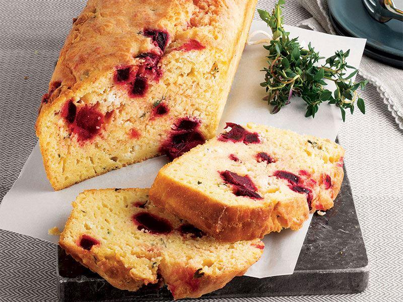 Pancarlı ve tulum peynirli kek