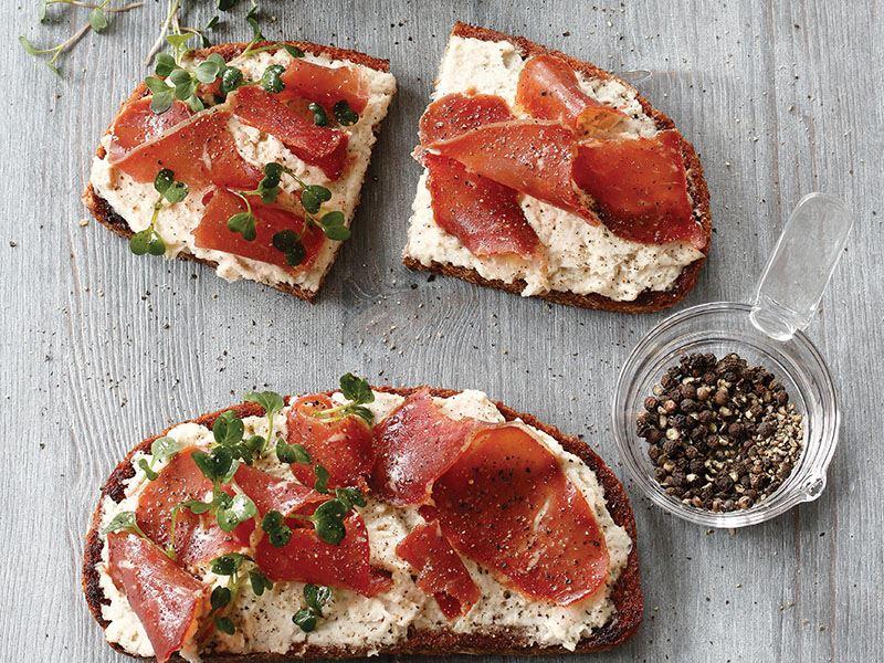 Pastırmalı Kuru Fasulyeli Dilim Ekmek