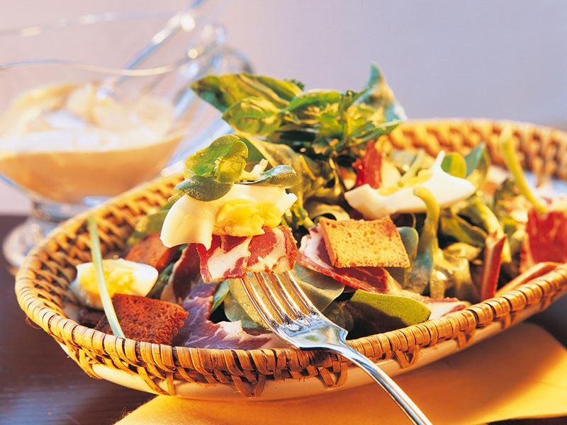 Pastırmalı Semizotu Salatası