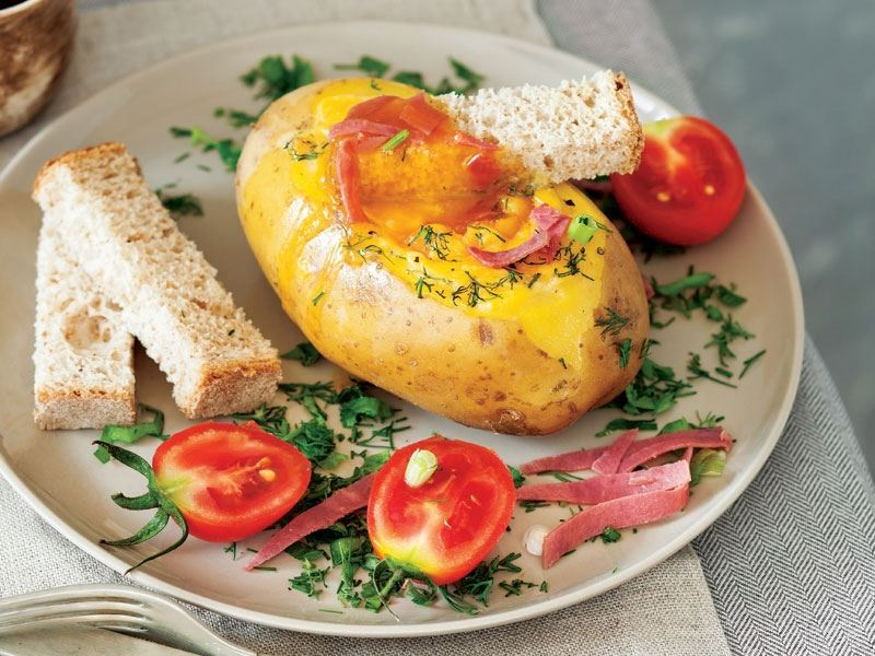 Patates kasesinde fırında yumurta